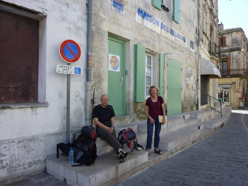 Arrivée à Saint Gilles du Gard, notre hôtesse attend les clés