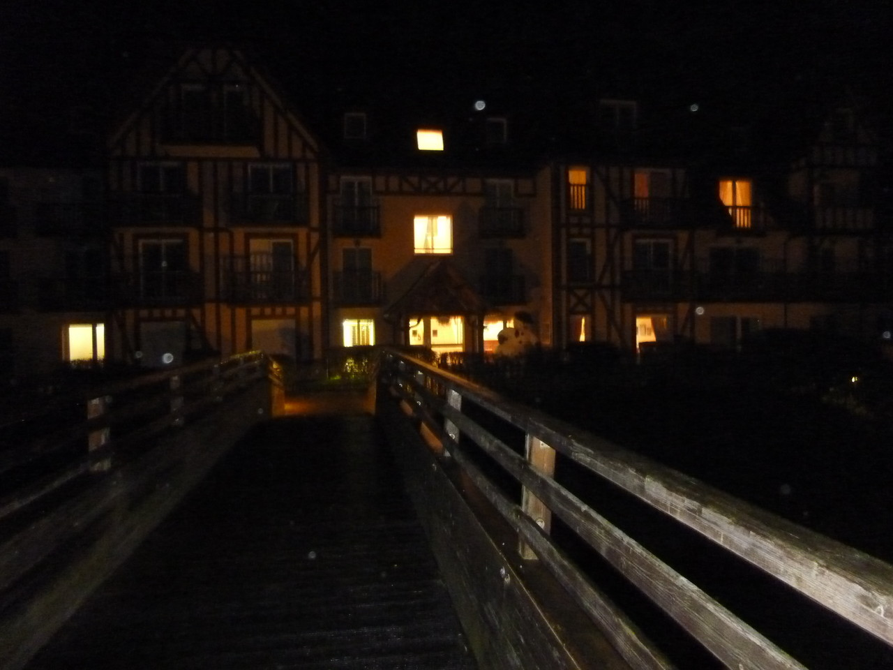 Le manoir by night
