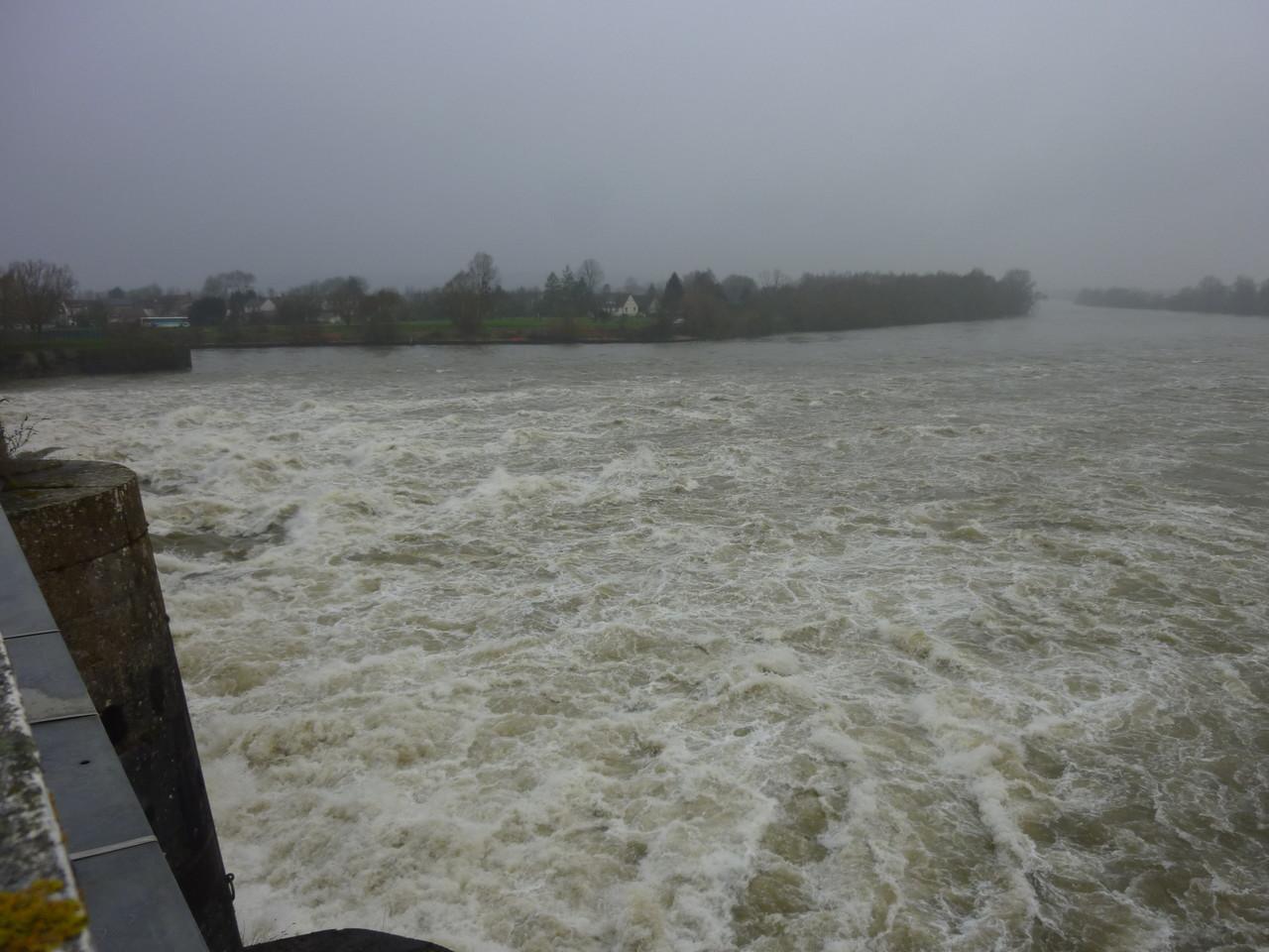 Ecluses et barrage à Amfreville sous les Monts