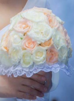 撮影当日の朝ご用意させて頂いた、白とオレンジの「生花」ブーケです♡