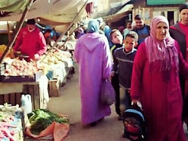 「ジュラバ」現地モロッコ女性は民族衣装を着てます。