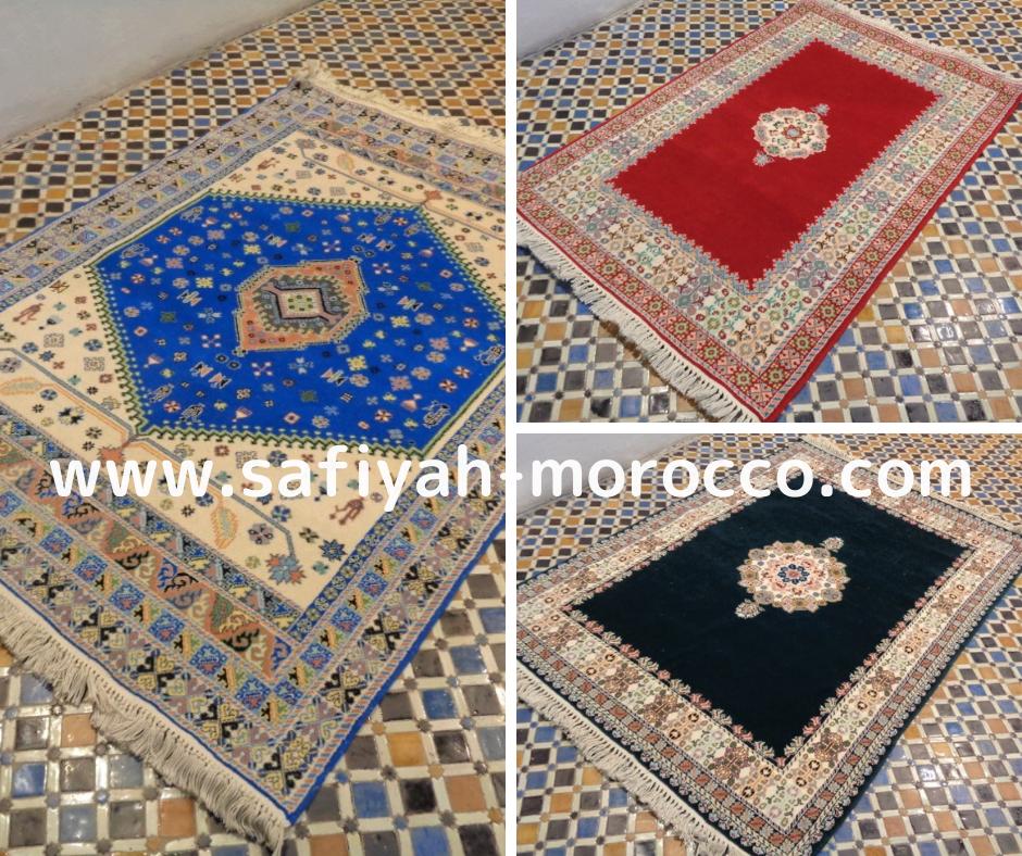 【通販】モロッコ産ラグ(絨毯)/赤/青/黒色。イランやトルコの伝統的エレガントな織り方にモロッコ・フェズの刺繍柄をミックスしたタイプのラグ。来週 Shopに掲載予定