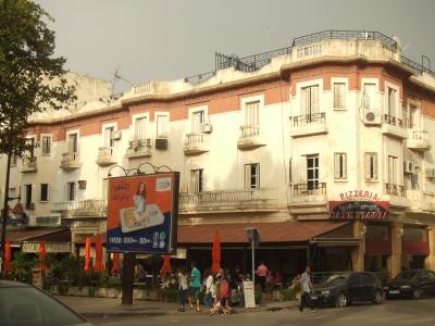 フェズ新市街の建物/ モロッコを暮らすように旅したい方へ。シャウエン在住Mika