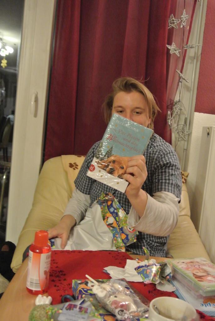 Ein Buch! Toll ich lern gleich lesen!