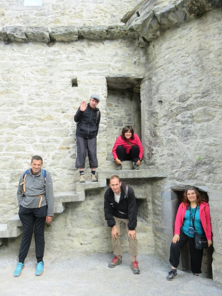 Dans les ruines du château de Ross Castel