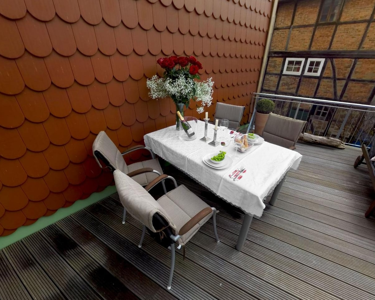Ferienwohnung Schwerin - Dachterrasse geschmückt für ein romantisches Dinner