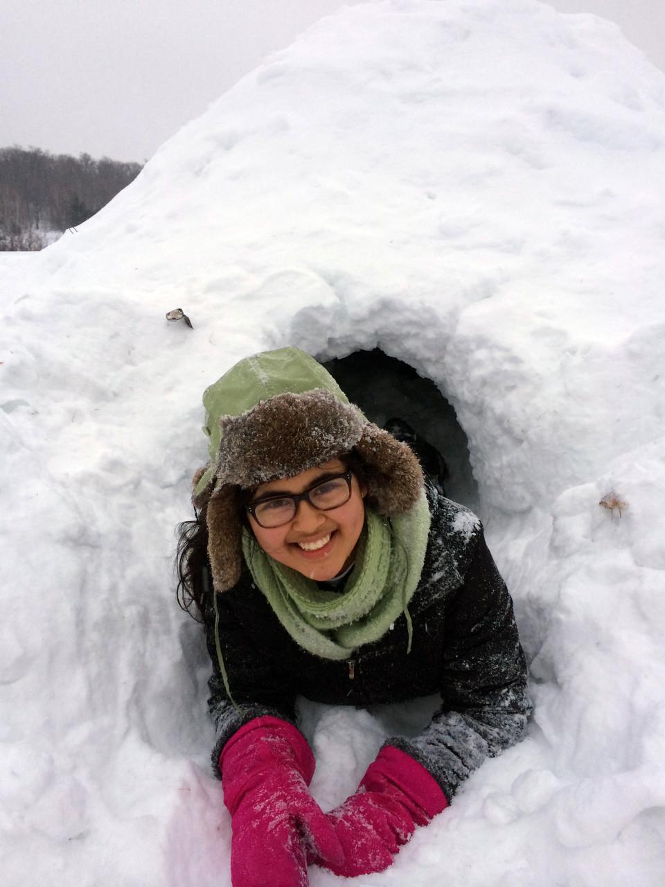 Hutte de neige (Quinzee) construit par les guides en camp d'hiver