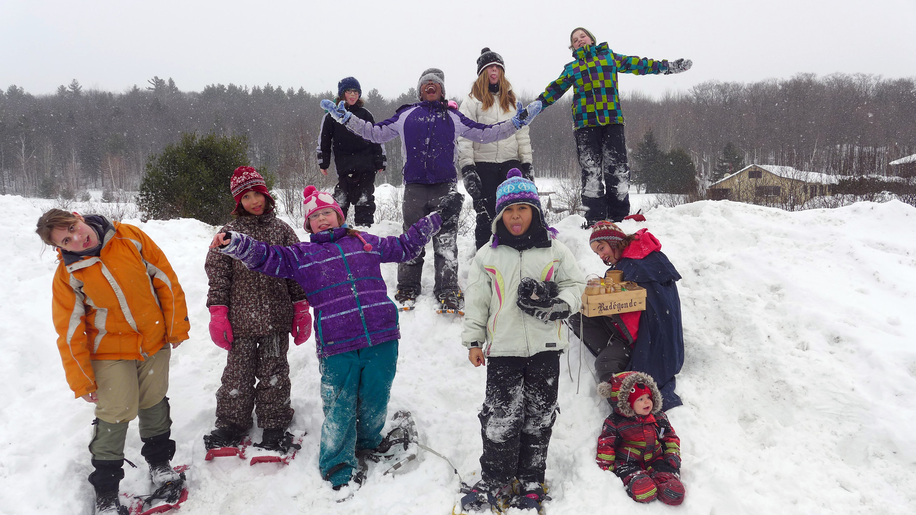 Excursion en raquettes en camp d'hiver
