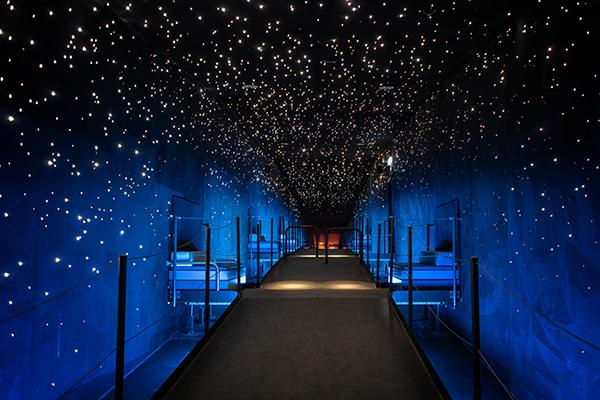 Sterne in blauem Korridor Klimahaus Bremerhaven