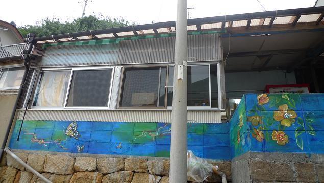 高知県、沖の島。木下商店の壁。