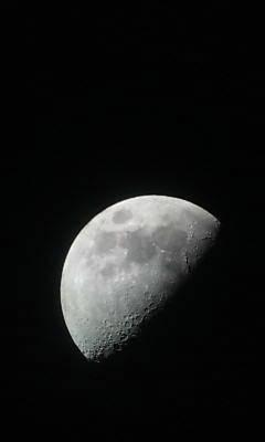 望遠鏡から撮影した月