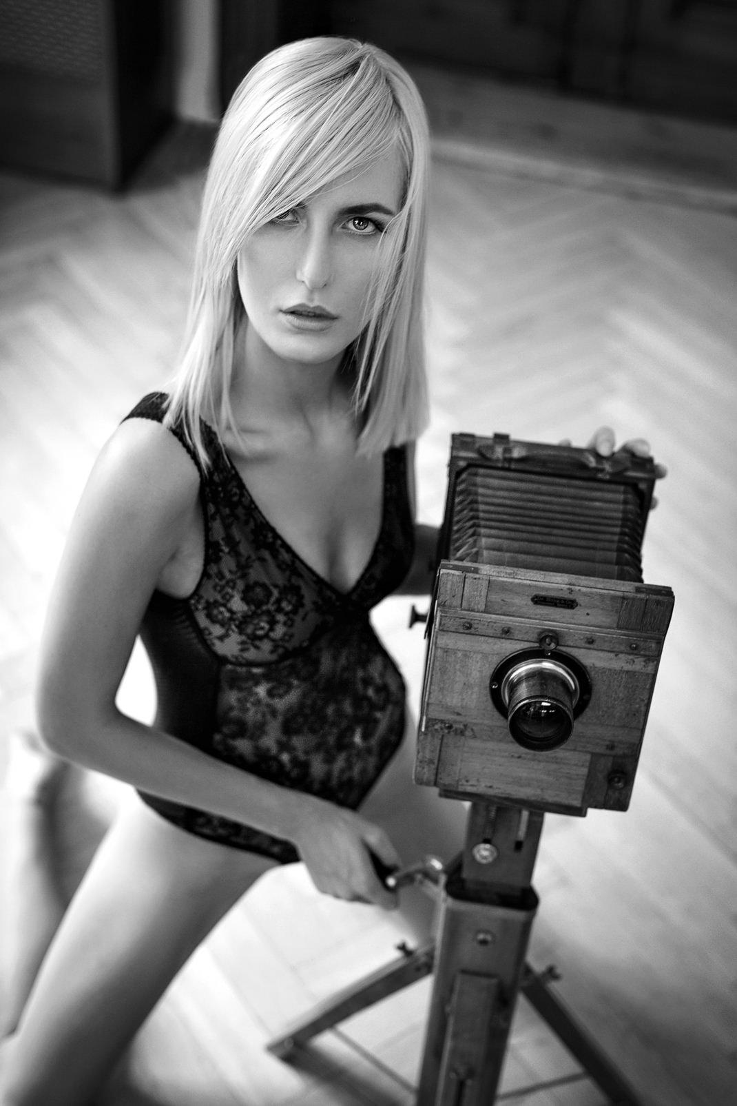 Two Beauties - Rosmarie & Dr. Höhn & Co Tropical Camera - Markus Hertzsch - Camera - Girl