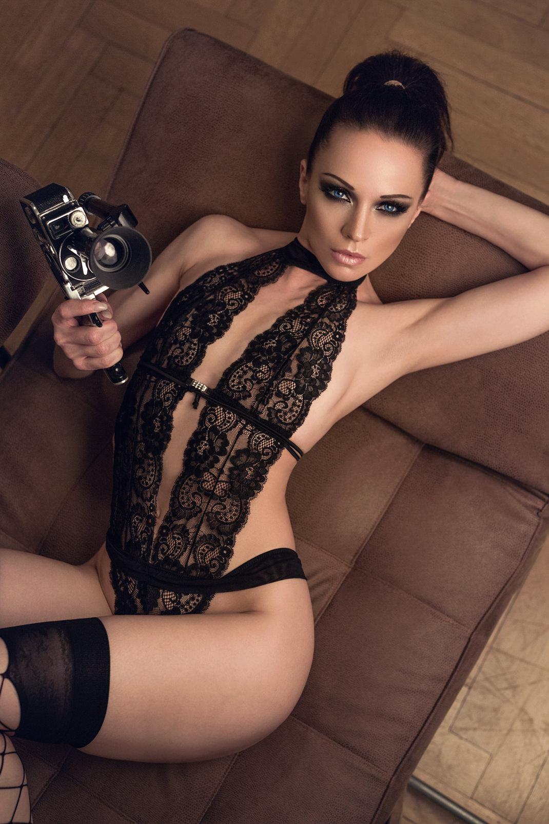 Two Beauties - Angélique & Bolex Paillard 8mm - Markus Hertzsch - Camera - Girl