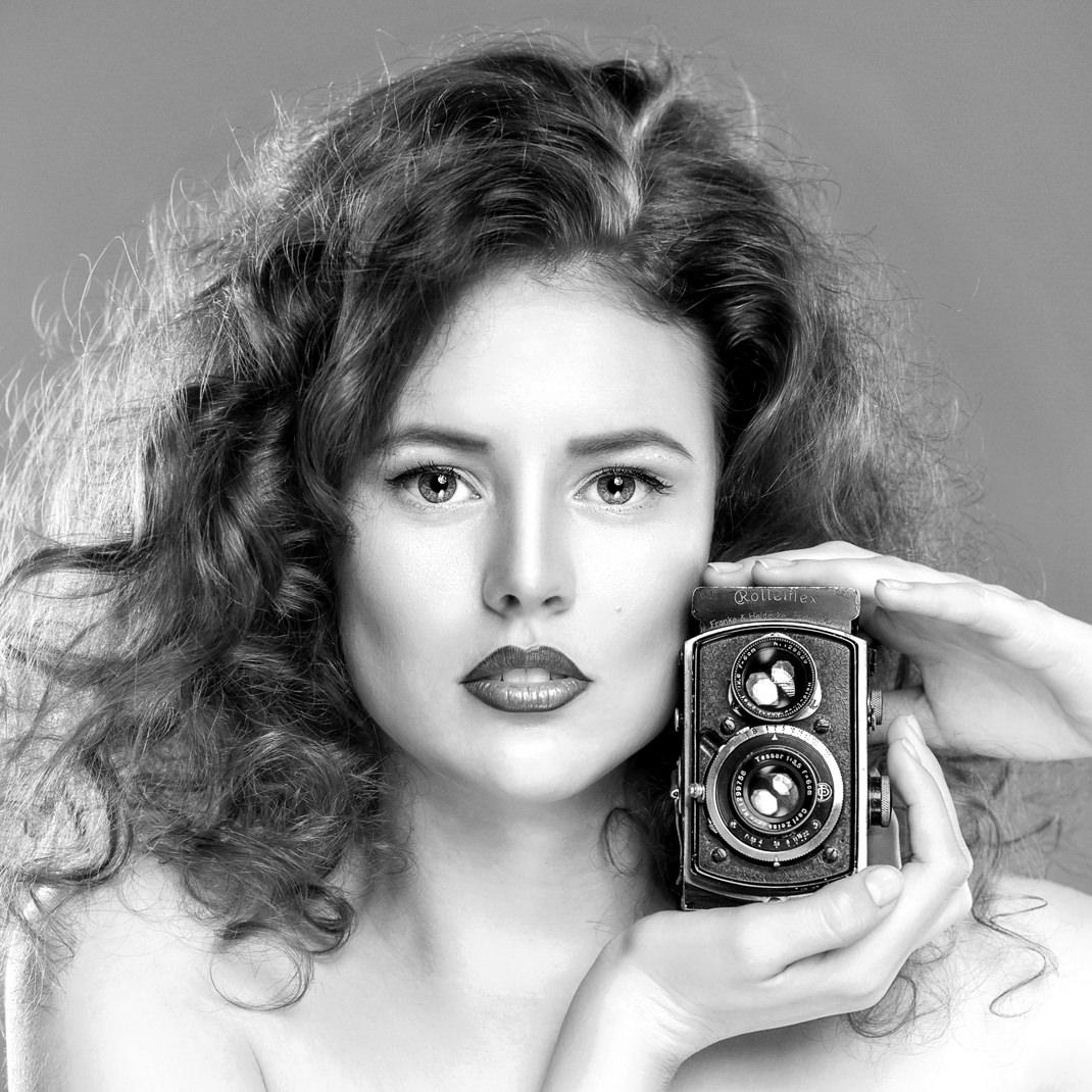 Two Beauties - Julia & Rolleiflex - Markus Hertzsch - Camera - Girl