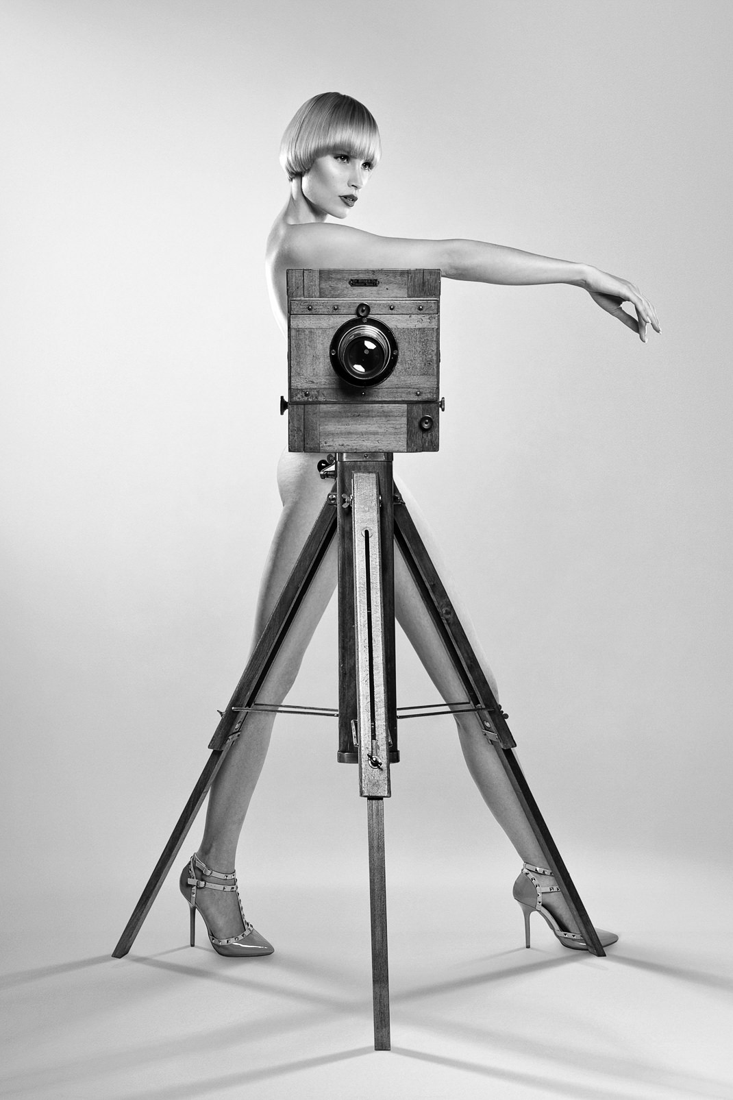 Two Beauties - Jane & Dr. Höhn & Co Plate Camera - Tribute To Gisele - Markus Hertzsch - Camera - Girl