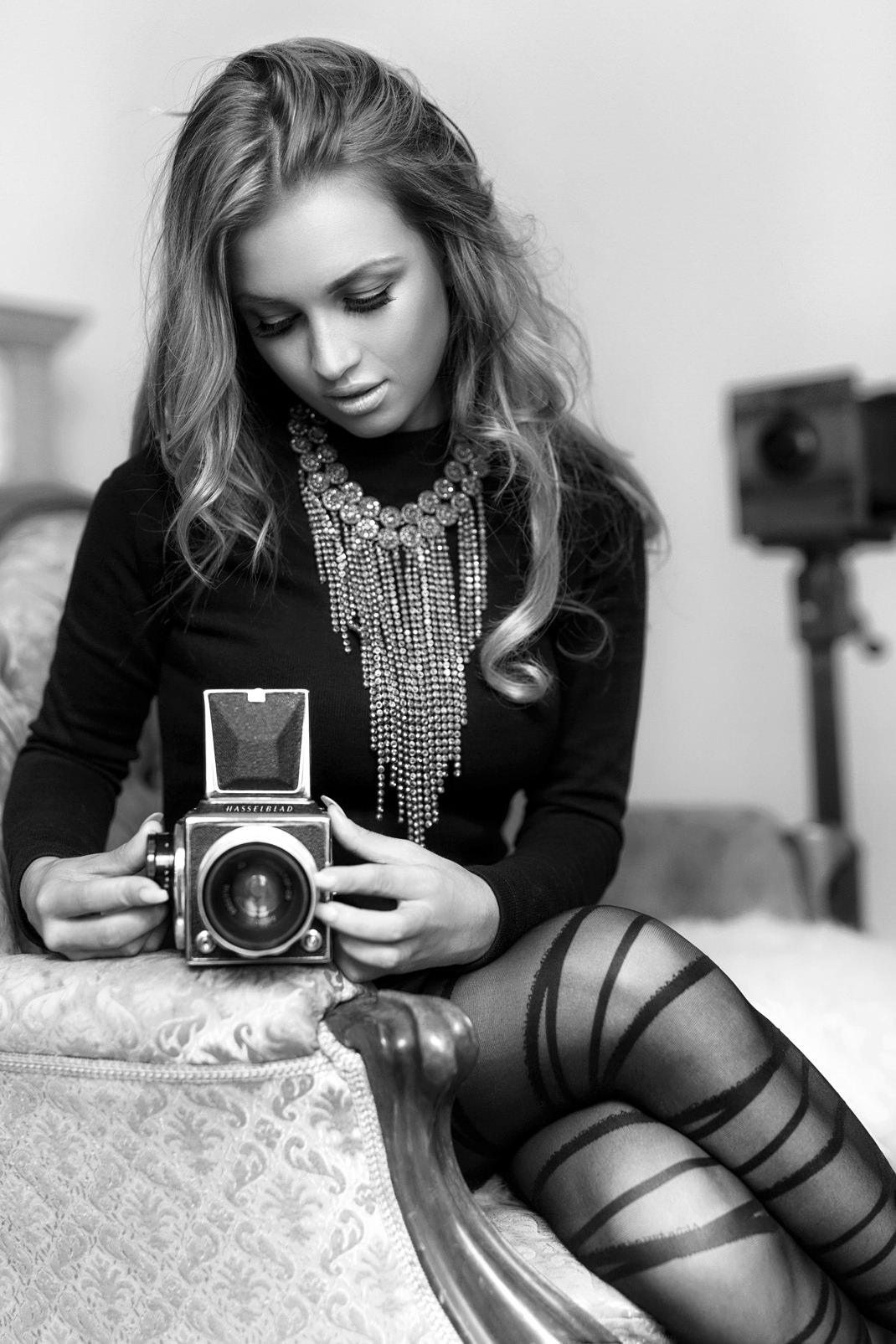 Two Beauties - Rike & Hasselblad 500c - Markus Hertzsch - Camera - Girl