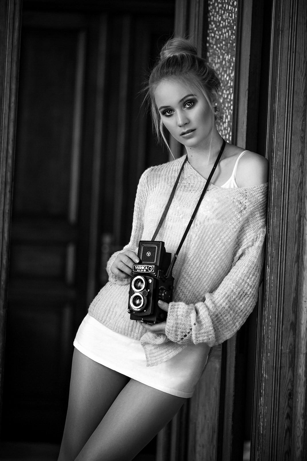 Two Beauties - Antonia & Yashica MAT 124 G - Markus Hertzsch - Camera - Girl