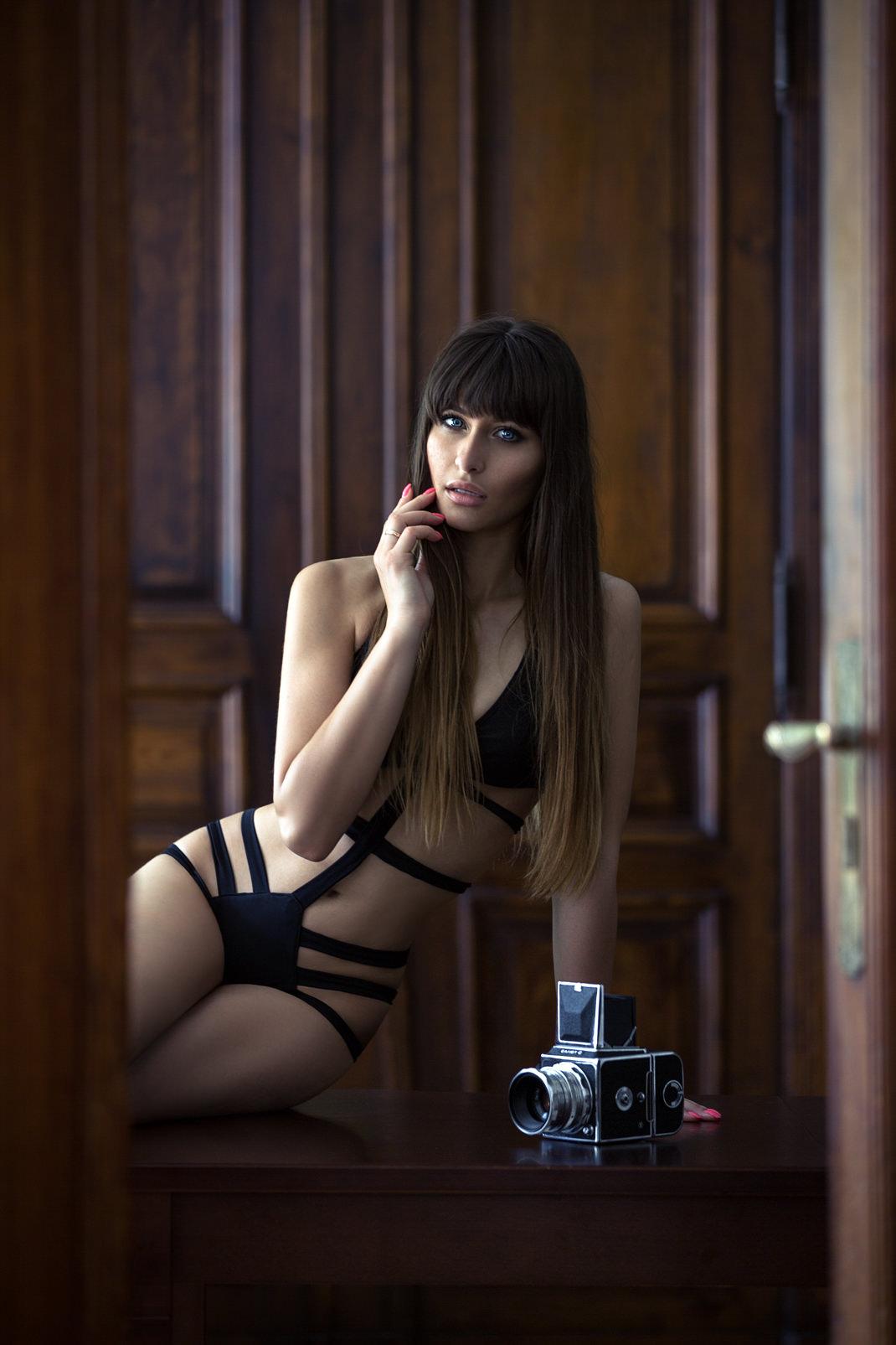 Two Beauties - Kristina & Arsenal Salyut-S - Markus Hertzsch - Camera - Girl