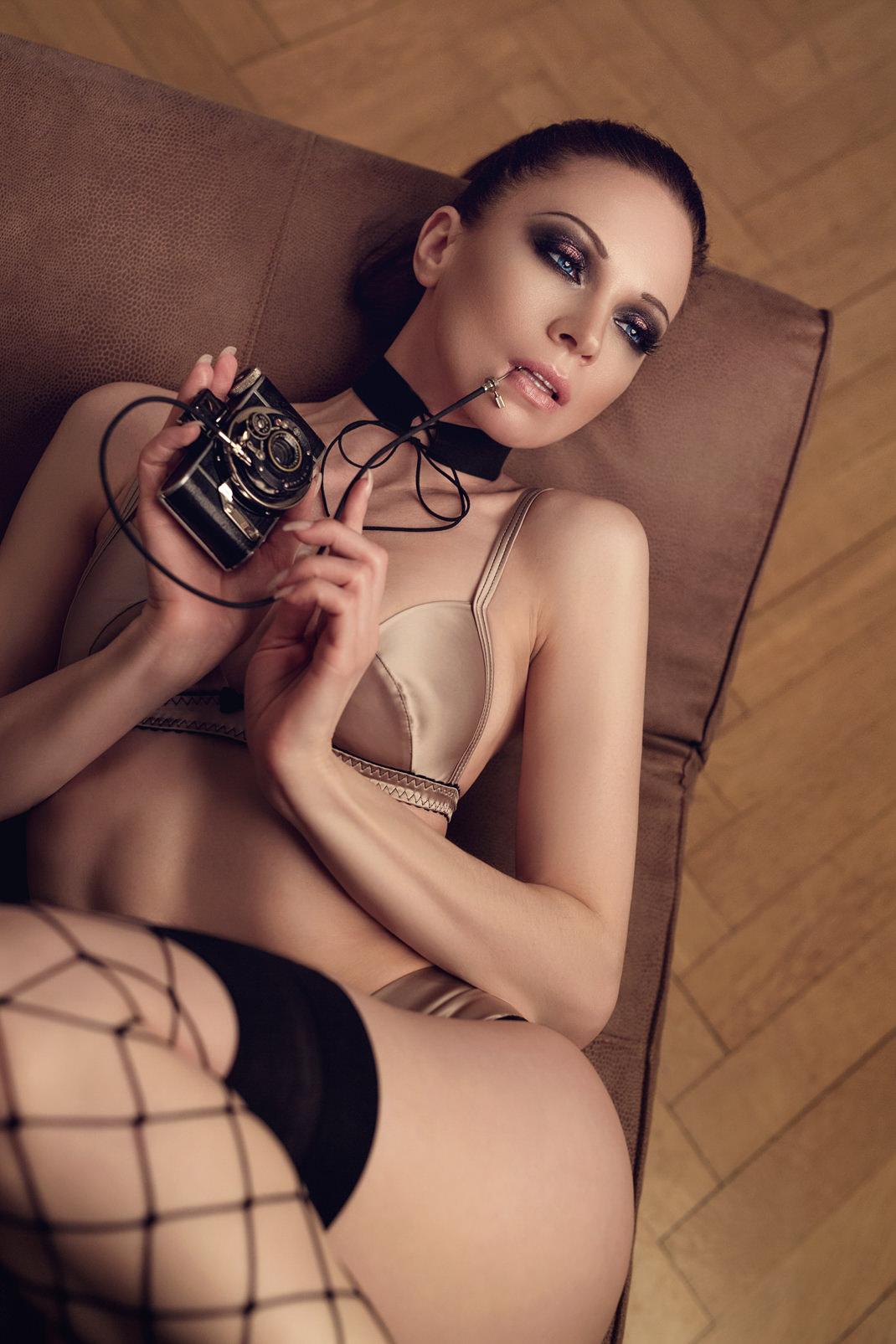 Two Beauties - Angélique & Ihagee Parvola - Markus Hertzsch - Camera - Girl