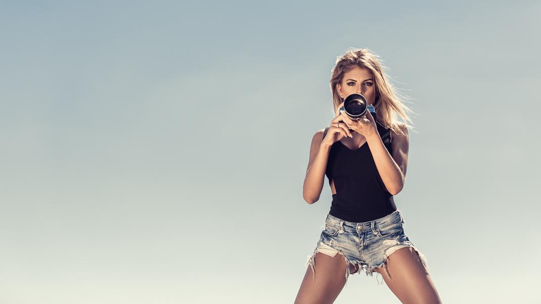 Two Beauties - Daniela & Voigtländer Bessamatic with Super Dynarex 200 - Markus Hertzsch - Camera - Girl - Sky