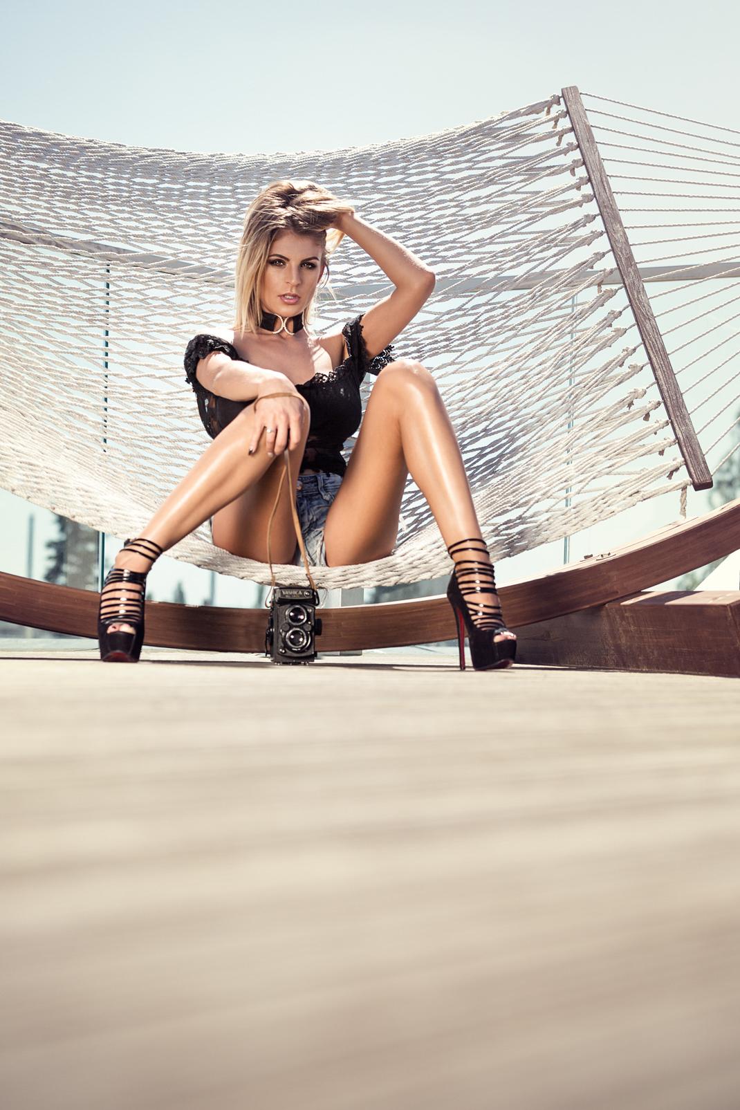 Two Beauties - Daniela & Yashica MAT 124 G - Markus Hertzsch - Camera - Girl