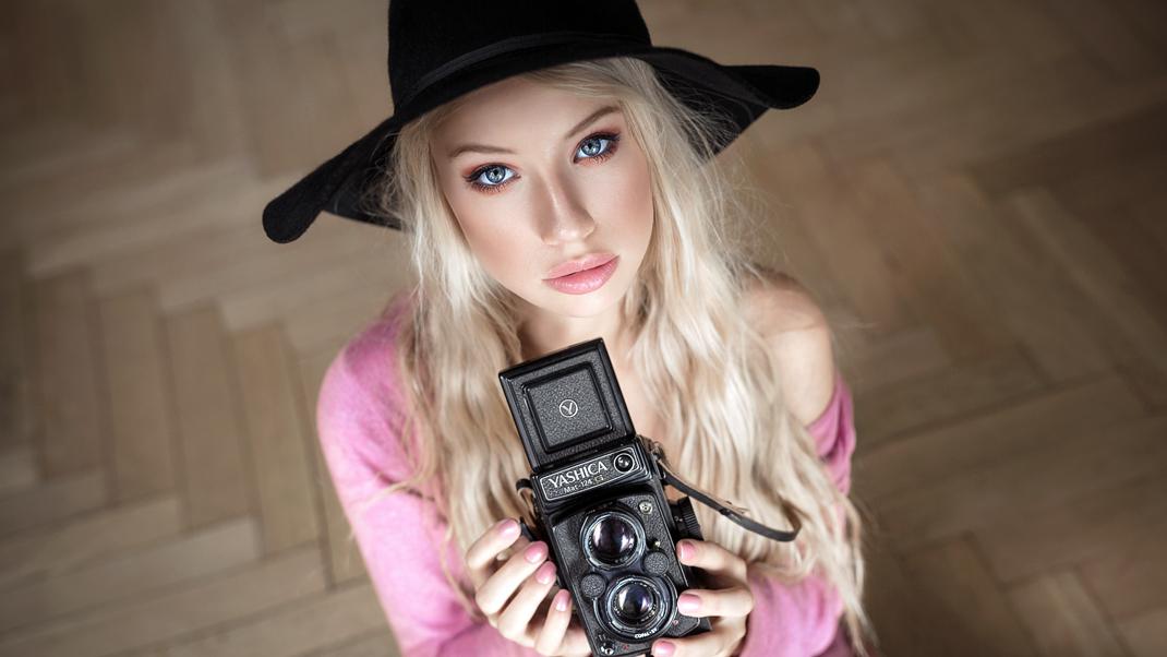 Two Beauties - Linda & Yashica MAT 124 G - Markus Hertzsch - Camera - Girl