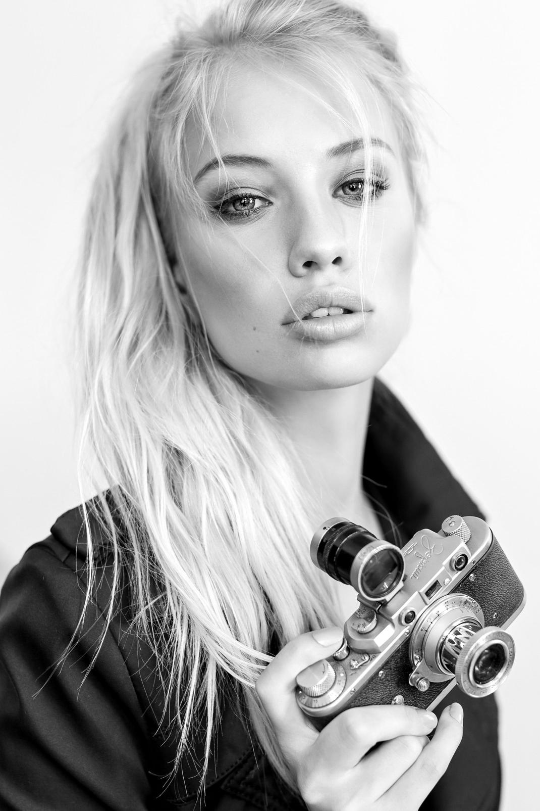 Two Beauties - Linda & Zorki Leica - Markus Hertzsch - Camera - Girl