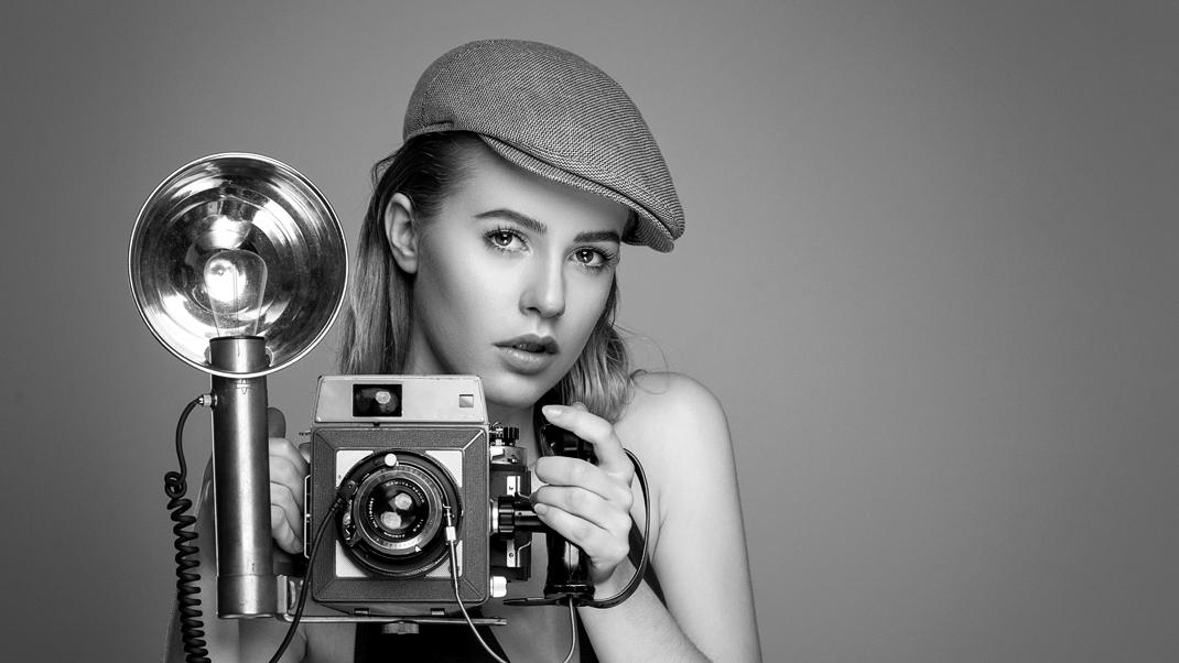 Two Beauties - Nora & Mamiya Press 23 - Markus Hertzsch - Camera - Girl