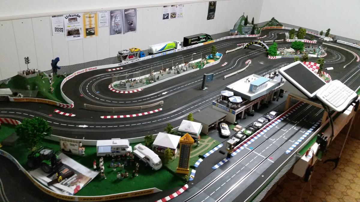 Überblick links der Fahrerplätze