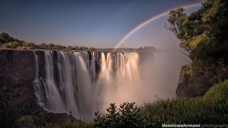 Reisebericht: victoria falls - lunarer Regenbogen, helikopter-vogelperspektive und lions walk, ein Abstecher nach simbabwe...