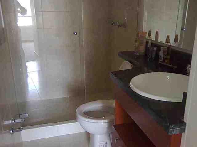 hermosos baños con acabados modernos