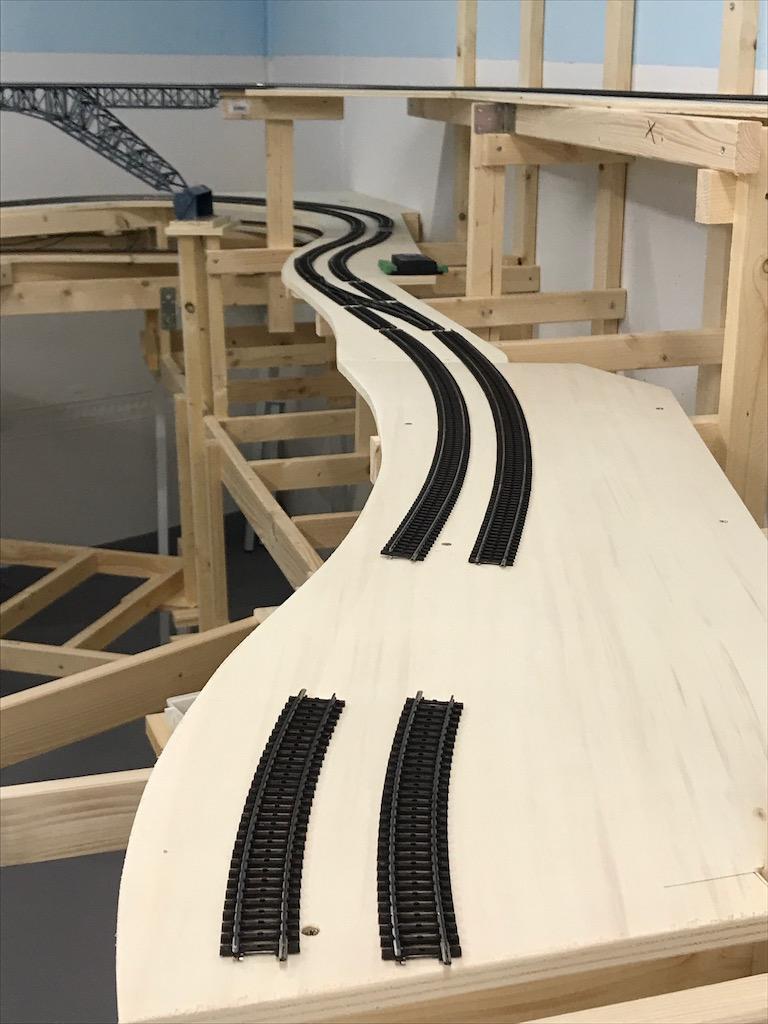 Streckenführung: Gleis grob verlegt und dennoch ist ein erster Eindruck möglich