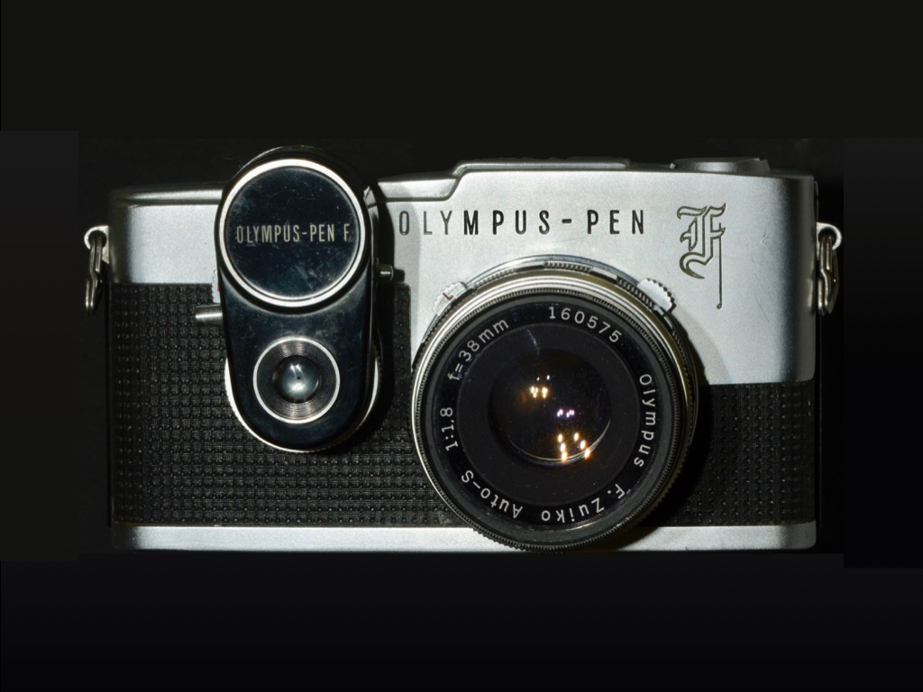 Olympus Pen F F1.8 Released: September 1963 Model: 35mm half size size    Single-lens reflex camera Screen size: 24 x 18 mm. You can take 72 photos with 36-shot film.