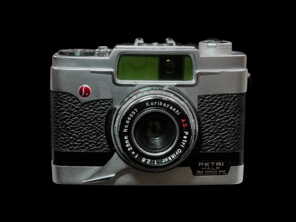 Camera: PETRI Half. Released: March 1960. Model: 35mm half size. Screen size: 24x18. Lens: orikkor F2.8 28mm. Film winding is a type of camera that winds up with a trigger under the lens.