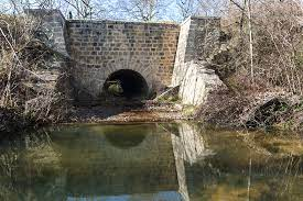 Péacha sous l'aqueduc du Roubiolas !