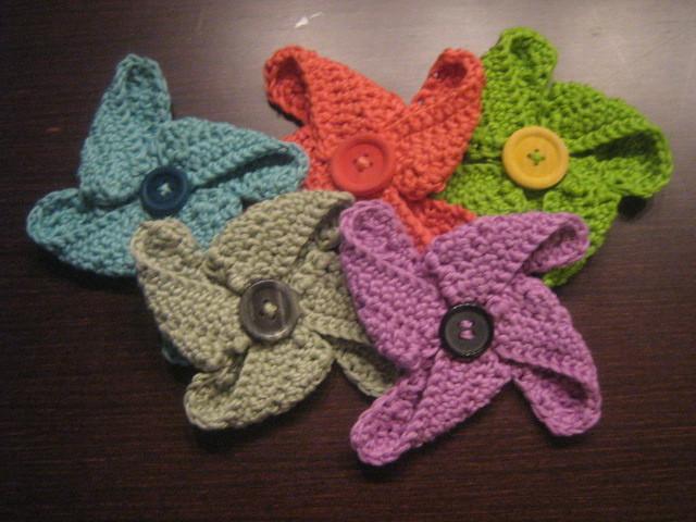 Molinillos de ganchillo de colores con NATURA de DMC.