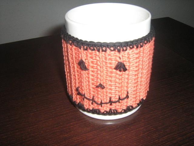 Calienta tazas de ganchillo con NATURA de DMC HALLOWEEN.