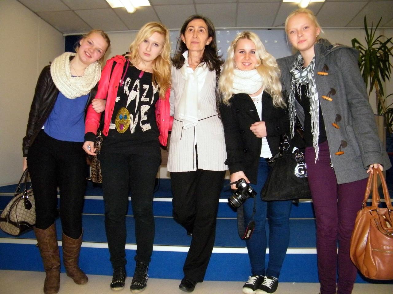 Ruut, Tanya, Janina e Oona con la coordinatrice del progetto prof.ssa Urbani