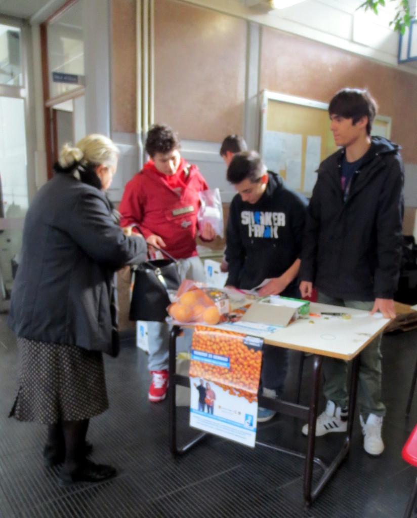 Le arance sono state offerte anche a genitori e a tutto il personale scolastico