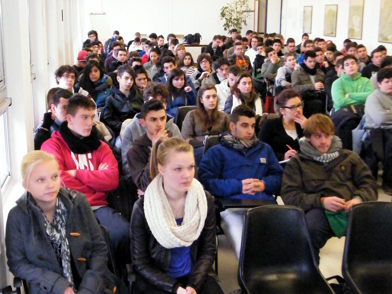 In sala docenti, studenti e famiglie coinvolte nel progetto Comenius MIA