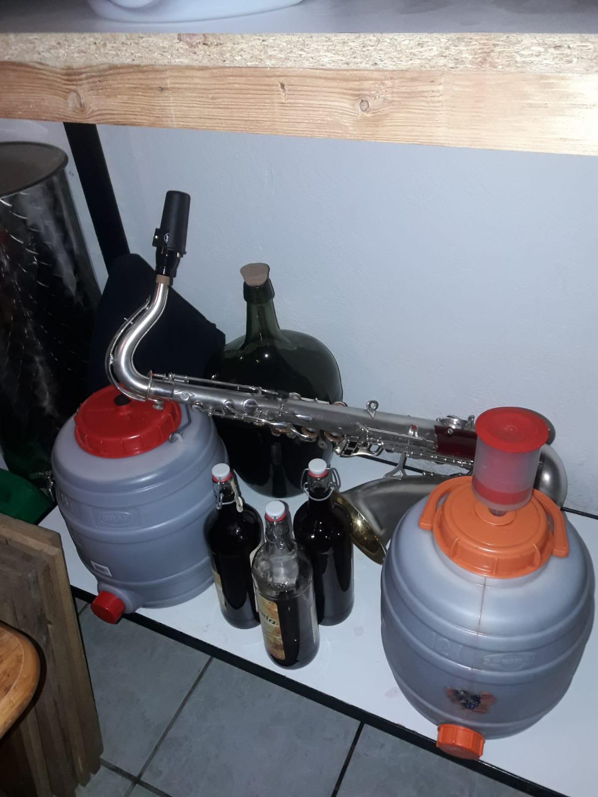 Ohjee, hier wurde wohl im Weinkeller geübt. Auf die Probe-Ergebnisse sind wir gespannt. ;-)