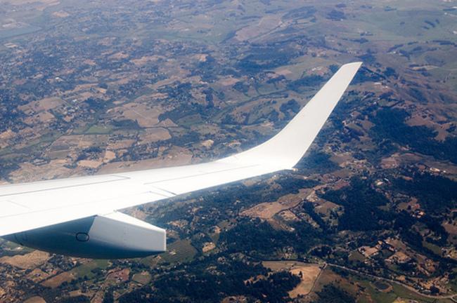 Waarom staat het eind van de vleugel omhoog? Dan is hij meer aerodynamisch en verbruikt hij minder brandstof.