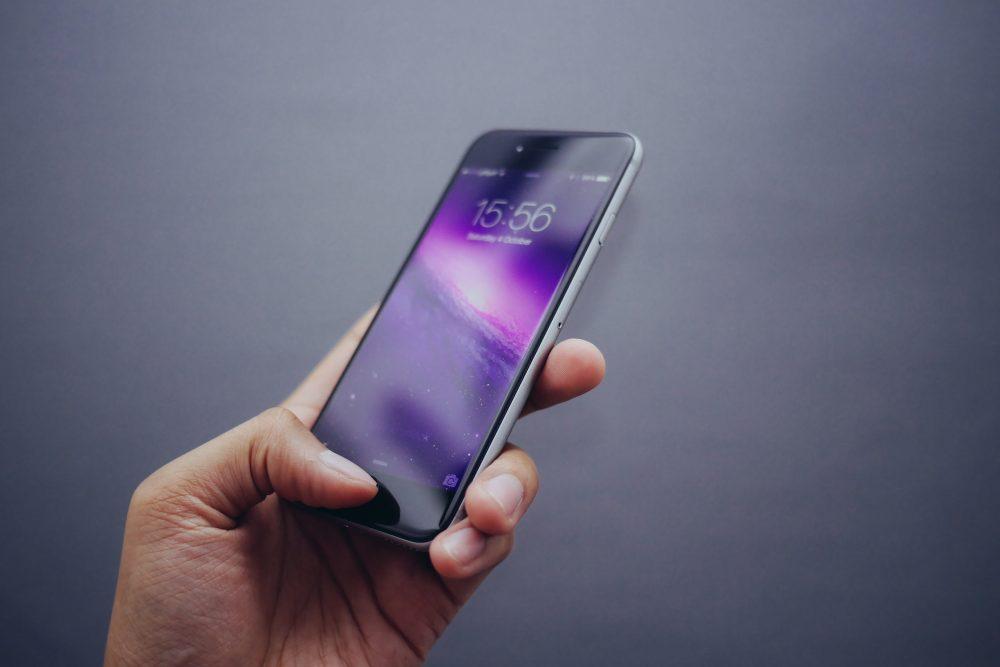 Waarom flightmodus? Een telefoon kan storing veroorzaken tijdens de communicatie met de verkeerstoren.