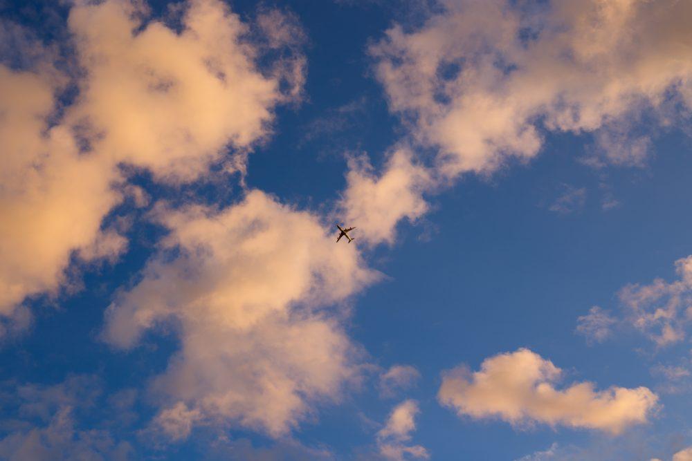 Turbulentie gevaarlijk? Nee, totaal niet. Het is net als een boot over golven. Maar dan over de lucht.