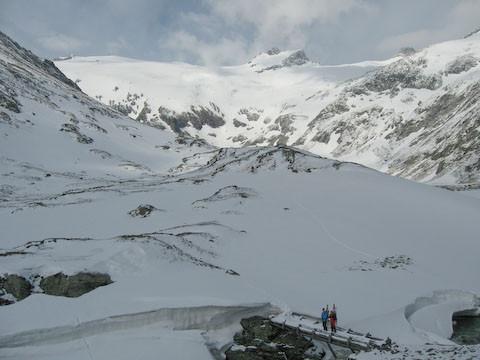 Das winterliche Kleinelendkees mit dem Ankogel (links) und dem Grubenkarkopf (2964m, rechts) , Foto vom 14.6.2008