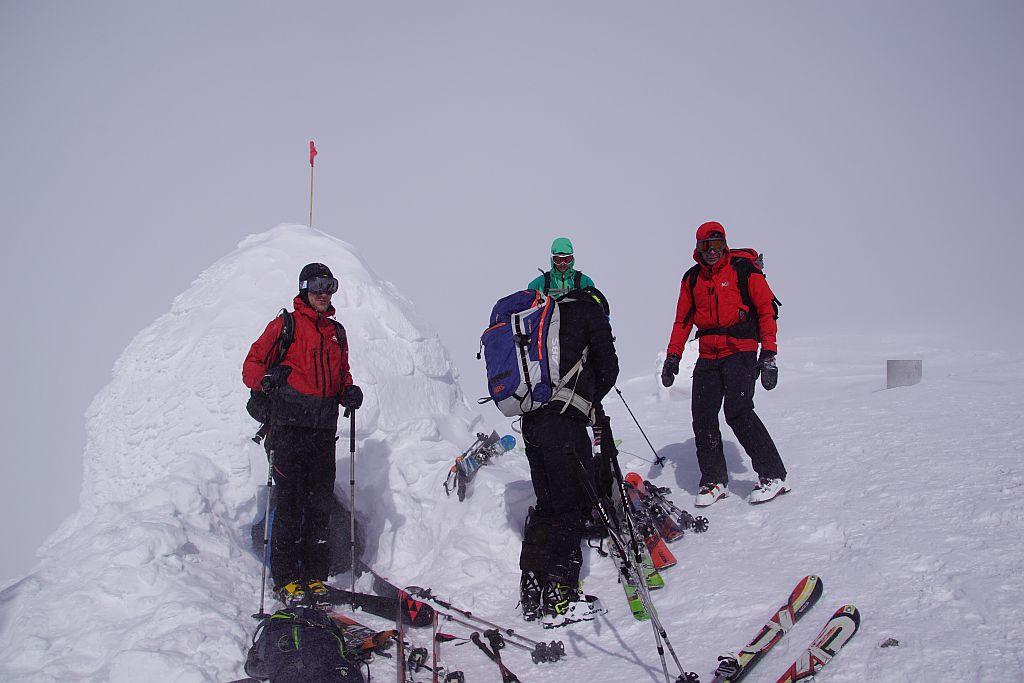 Am Gipfel bot im Winter 2020 ein Iglu Schutz vor Sturm und Kälte