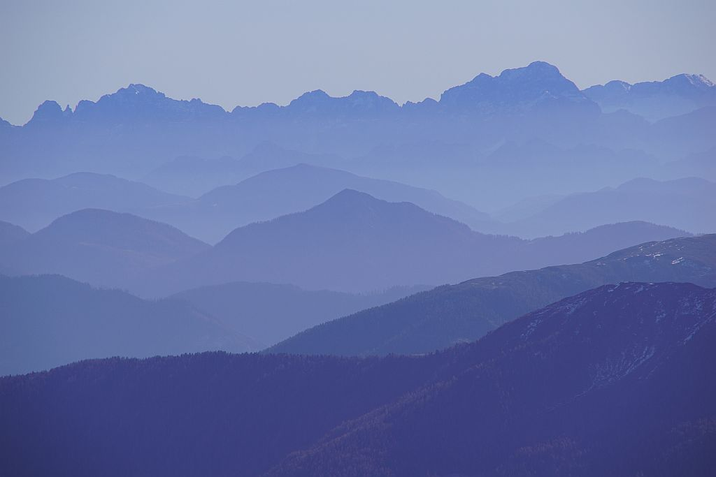 Vom Gipfel reicht der Blick bis zu den Julischen Alpen