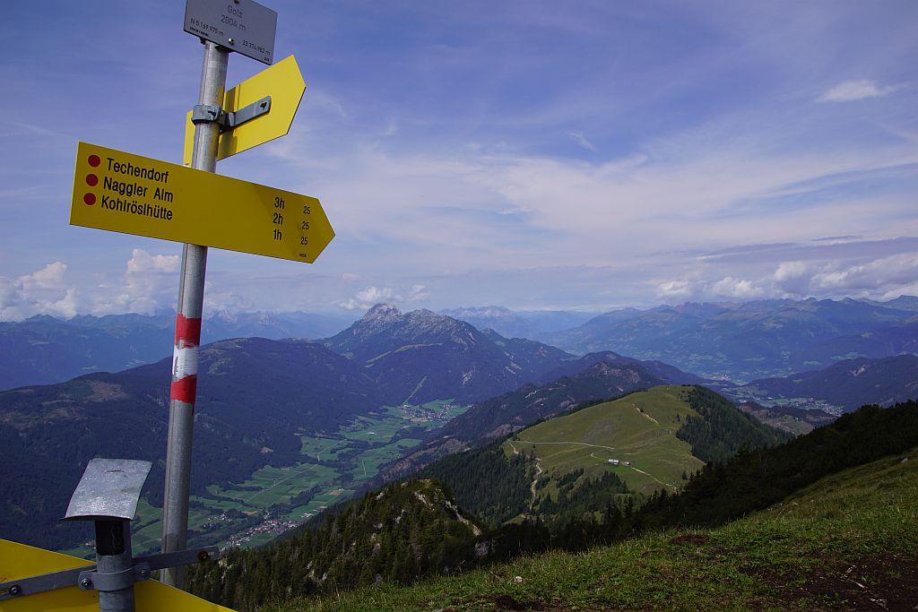 Der schöne Blick ins Gitschtal und zur alternativen Abstiegsvariante über die St. Lorenzer Hochalm (rechts)