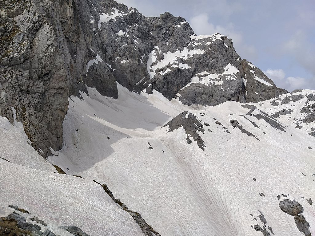 Der Blick von Osten in das Eiskar erinnert Ende Mai 2020 eher an ein Julifoto, aber wen wundert es, der letzte ergiebige Schneefall liegt schon 2 Monate zurück.
