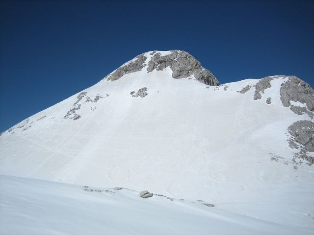 Blick vom Sattel hinauf zum Gipfel